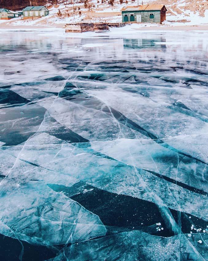Ένας μαγευτικός περίπατος στην παγωμένη λίμνη Βαϊκάλη (19)