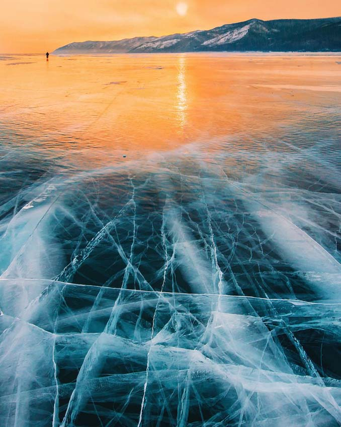 Ένας μαγευτικός περίπατος στην παγωμένη λίμνη Βαϊκάλη (21)