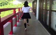 Μαθήτριες από την Ιαπωνία παίζουν κυνηγητό