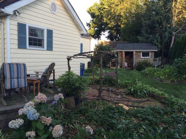 Δημιουργικός μπαμπάς μετέτρεψε ένα άρρωστο δέντρο σε παραμυθένιο κήπο για την κόρη του (8)