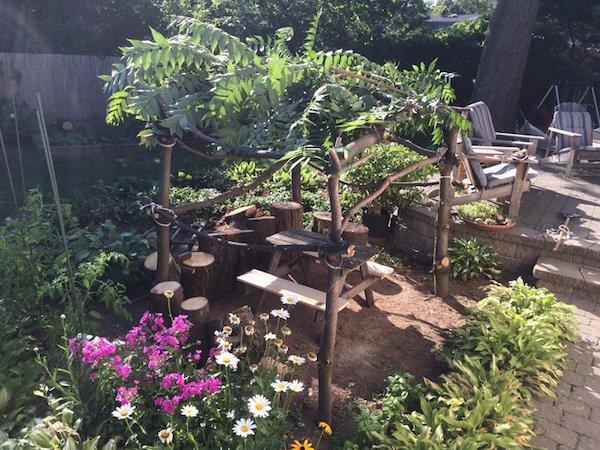 Δημιουργικός μπαμπάς μετέτρεψε ένα άρρωστο δέντρο σε παραμυθένιο κήπο για την κόρη του (12)