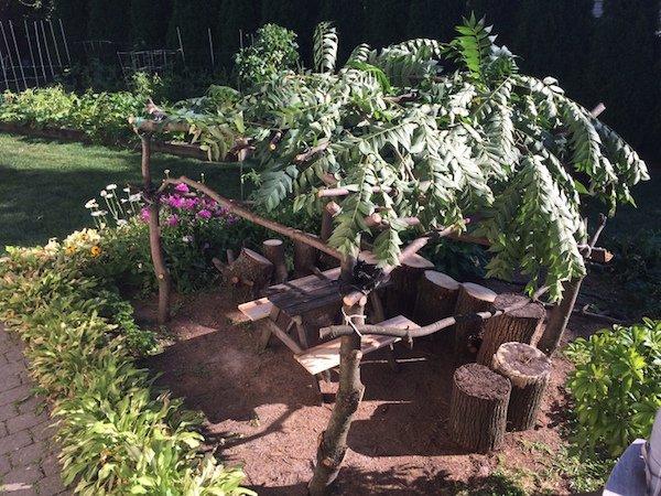 Δημιουργικός μπαμπάς μετέτρεψε ένα άρρωστο δέντρο σε παραμυθένιο κήπο για την κόρη του (13)