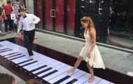 Ο πιο απίθανος τρόπος για να παίξεις τη μουσική του Ροζ Πάνθηρα
