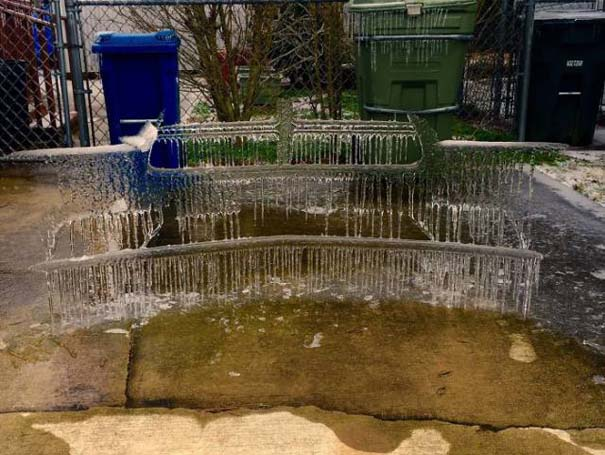 Όταν ο πάγος δημιουργεί απίστευτη τέχνη πάνω σε αυτοκίνητα (25)