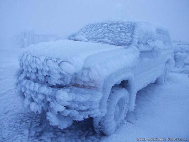 Όταν ο πάγος δημιουργεί απίστευτη τέχνη πάνω σε αυτοκίνητα (26)