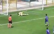 Πέναλτι καταλήγει σε γκολ με τον πιο ξεκαρδιστικά ανόητο τρόπο