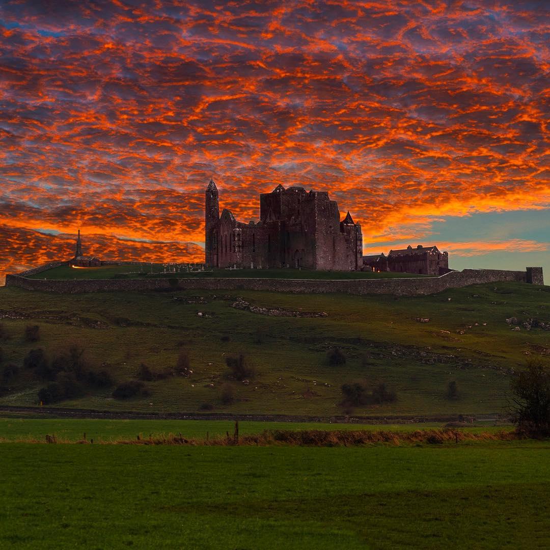 Ηλιοβασίλεμα στο Rock of Cashel της Ιρλανδίας   Φωτογραφία της ημέρας