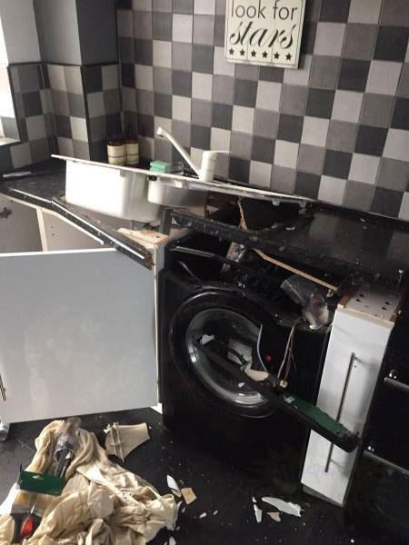 Φαίνεται πως δεν μπορείς να εμπιστευτείς πλέον ούτε το πλυντήριο σου... (2)