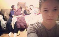 Κοπέλα καταγράφει τη ζωή της ως αυτή που κρατάει το φανάρι μέσα από ξεκαρδιστικές selfies (1)