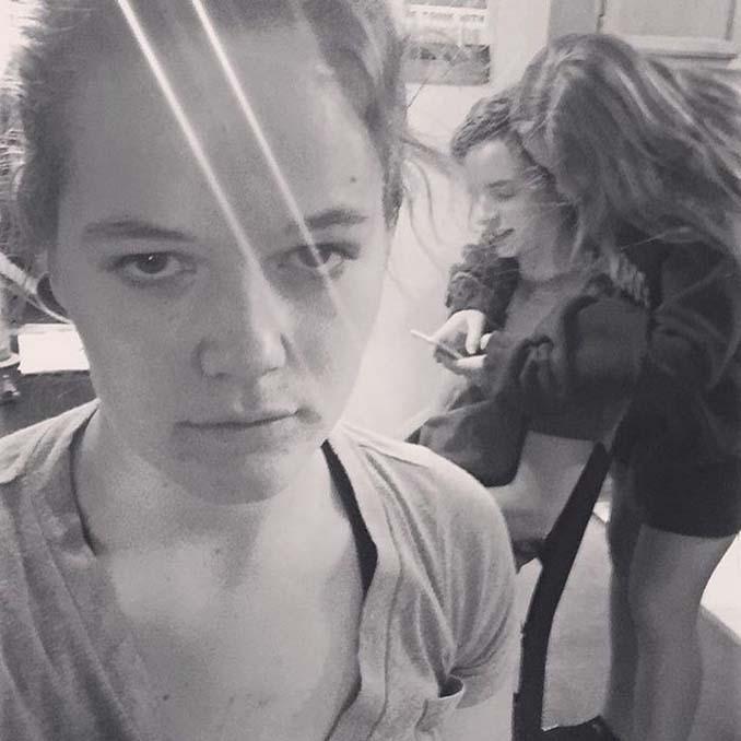 Κοπέλα καταγράφει τη ζωή της ως αυτή που κρατάει το φανάρι μέσα από ξεκαρδιστικές selfies (9)
