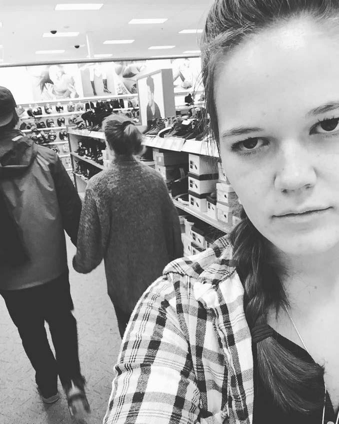 Κοπέλα καταγράφει τη ζωή της ως αυτή που κρατάει το φανάρι μέσα από ξεκαρδιστικές selfies (11)