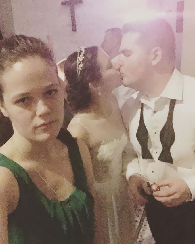 Κοπέλα καταγράφει τη ζωή της ως αυτή που κρατάει το φανάρι μέσα από ξεκαρδιστικές selfies (14)