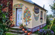 Το μικρό χωριό στην Πολωνία που είναι ολόκληρο διακοσμημένο με φλοράλ τοιχογραφίες (13)