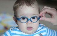 Μωρά δοκιμάζουν γυαλιά για πρώτη φορά