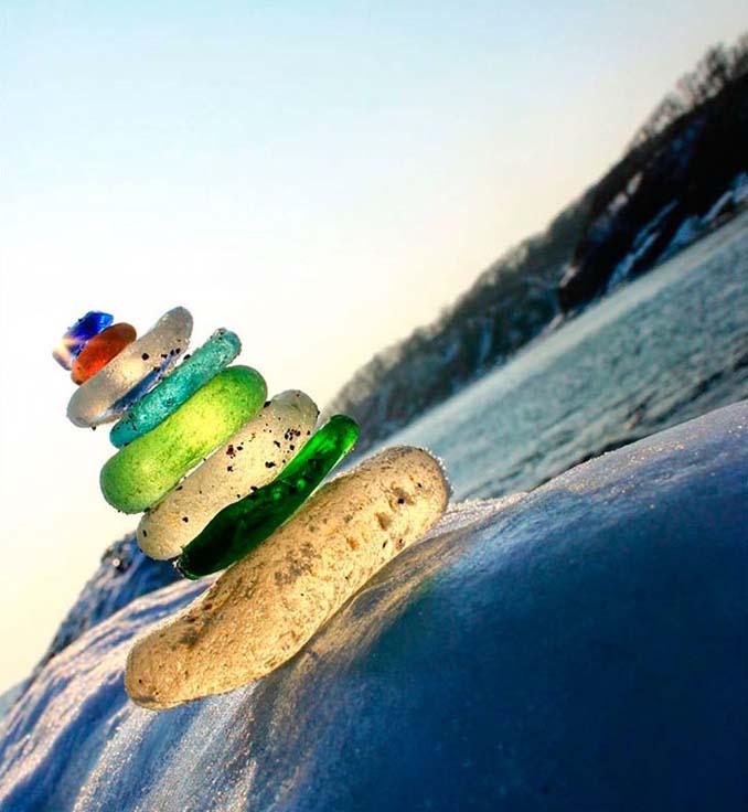 Οι Ρώσοι έριχναν μπουκάλια βότκας στη θάλασσα και η φύση τα μετέτρεψε σε βότσαλα από γυαλί (4)
