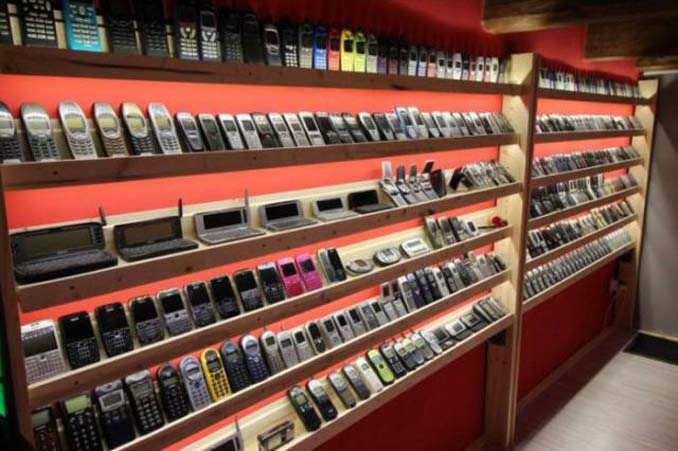 26χρονος έχει ίσως την μεγαλύτερη συλλογή από κινητά τηλέφωνα (5)