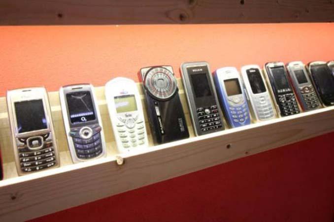 26χρονος έχει ίσως την μεγαλύτερη συλλογή από κινητά τηλέφωνα (7)
