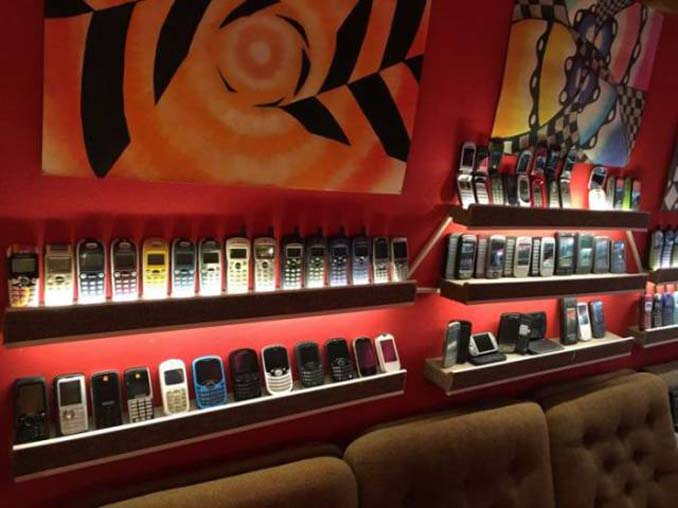 26χρονος έχει ίσως την μεγαλύτερη συλλογή από κινητά τηλέφωνα (12)