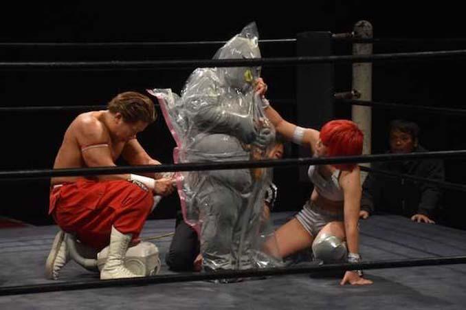 Κωμικοτραγικά στιγμιότυπα από τον θεότρελο κόσμο της πάλης στην Ιαπωνία (7)
