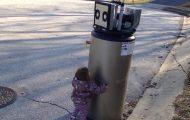 Όταν η μικρή Rayna συνάντησε ένα «ρομπότ»