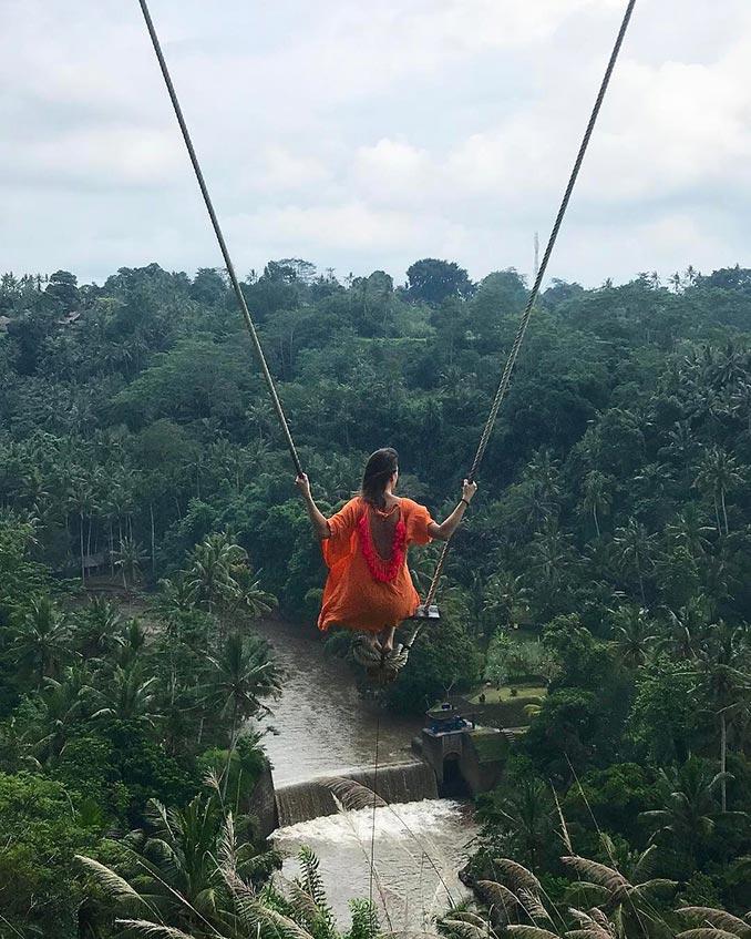 Κούνια με θέα τα τροπικά δάση του Μπαλί | Φωτογραφία της ημέρας