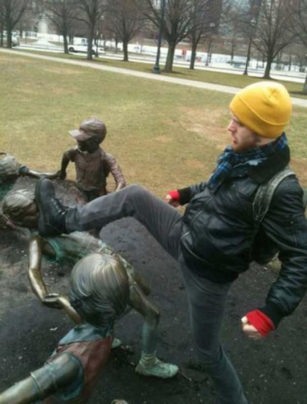 Ποζάροντας με αγάλματα #22 (2)