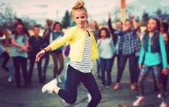 Χορευτική μάχη στην αυλή του σχολείου
