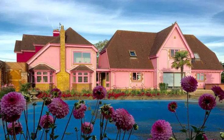 Οι ιδιοκτήτες αυτού του σπιτιού μάλλον έχουν τρέλα με το ροζ (1)