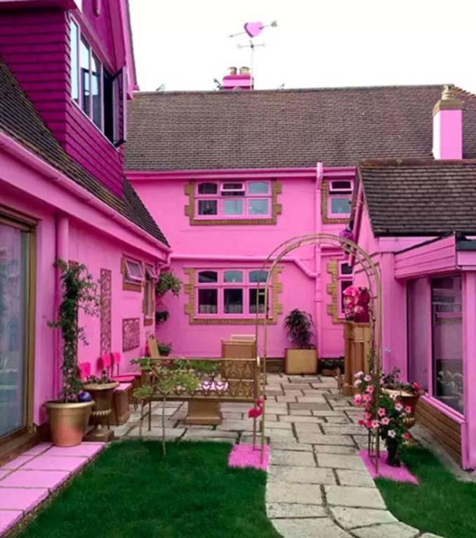 Οι ιδιοκτήτες αυτού του σπιτιού μάλλον έχουν τρέλα με το ροζ (9)