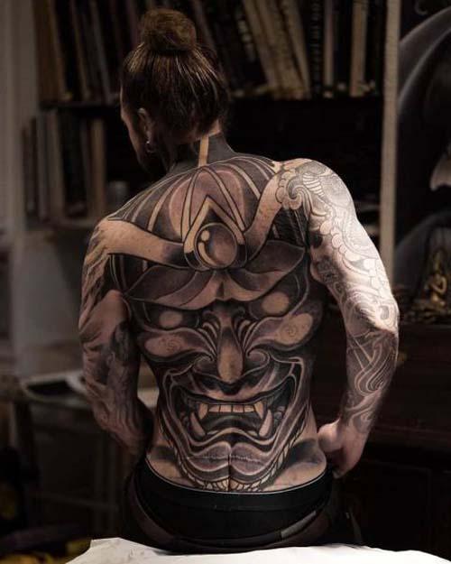 Κάλυψε τα σημάδια του αδυνατίσματος με τατουάζ (15)