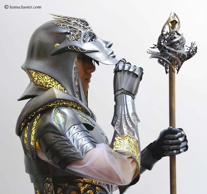 Αφιέρωσε 518 ώρες για την κατασκευή μιας φουτουριστικής μεσαιωνικής πανοπλίας (17)