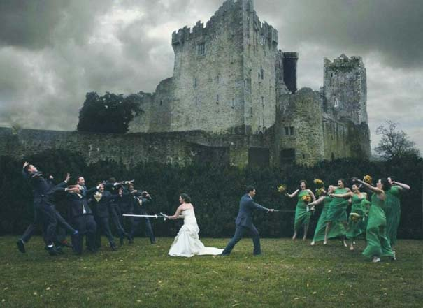 Νεόνυμφοι που αποφάσισαν να πρωτοτυπήσουν με τις γαμήλιες φωτογραφίες τους (13)
