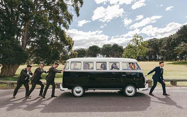 Νεόνυμφοι που αποφάσισαν να πρωτοτυπήσουν με τις γαμήλιες φωτογραφίες τους (17)