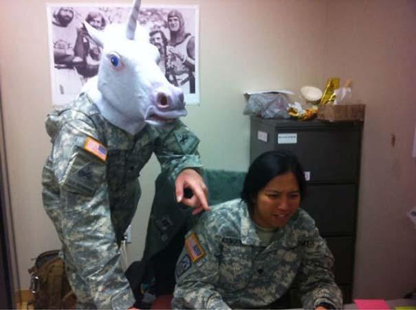 Όταν οι στρατιώτες κάνουν χαβαλέ (13)