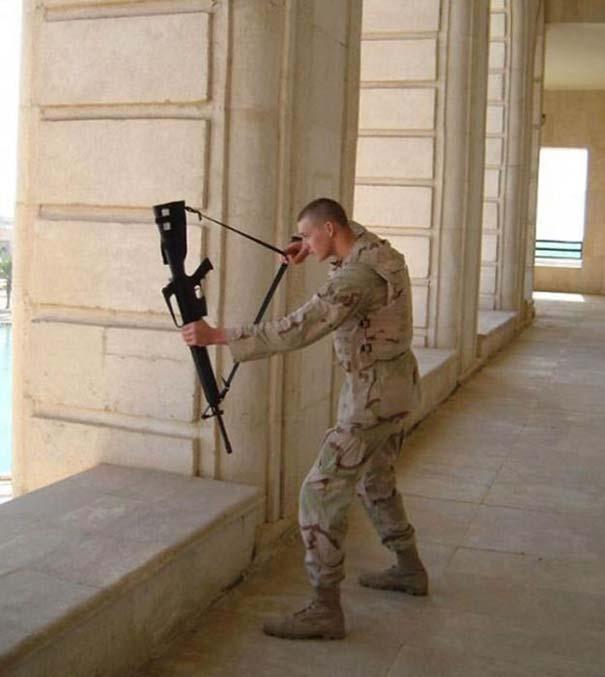 Όταν οι στρατιώτες κάνουν χαβαλέ (18)