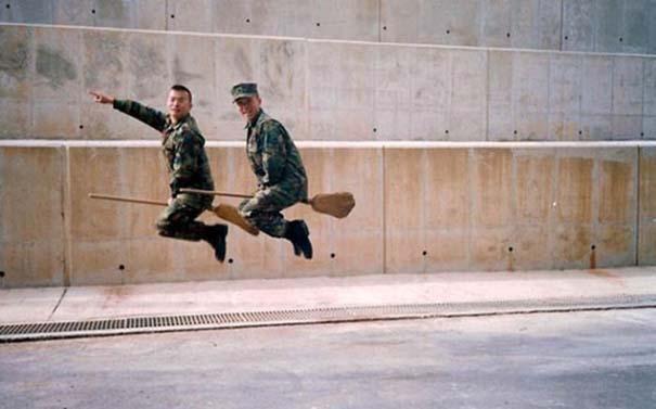 Όταν οι στρατιώτες κάνουν χαβαλέ (20)