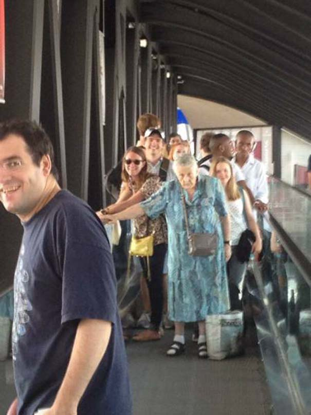 Περίεργα και αστεία σκηνικά στο αεροδρόμιο (9)