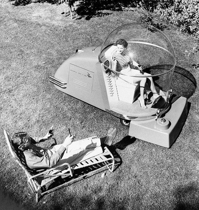 Πολυτελής μηχανή του γκαζόν με air condition από τη δεκαετία του 1950   Φωτογραφία της ημέρας