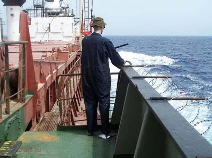 Όταν δεν θες να ξοδέψεις χρήματα για την προστασία του πλοίου από τους πειρατές (4)