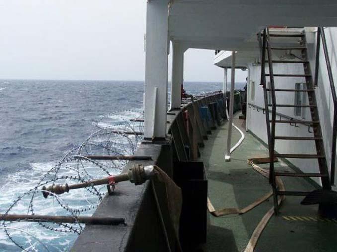 Όταν δεν θες να ξοδέψεις χρήματα για την προστασία του πλοίου από τους πειρατές (6)