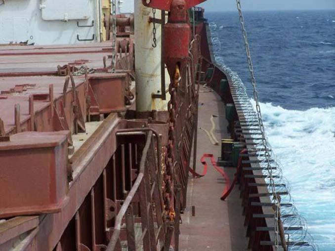 Όταν δεν θες να ξοδέψεις χρήματα για την προστασία του πλοίου από τους πειρατές (7)