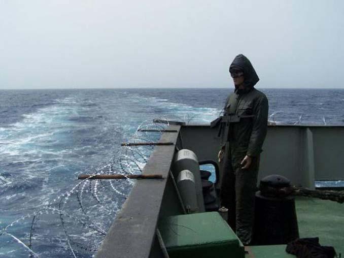 Όταν δεν θες να ξοδέψεις χρήματα για την προστασία του πλοίου από τους πειρατές (8)