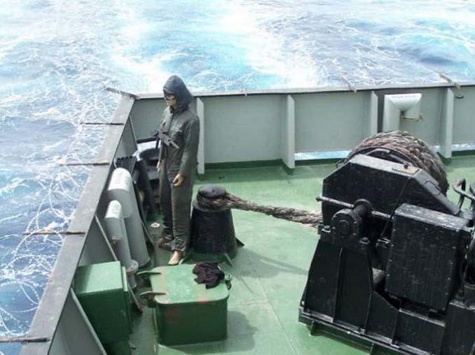 Όταν δεν θες να ξοδέψεις χρήματα για την προστασία του πλοίου από τους πειρατές (9)