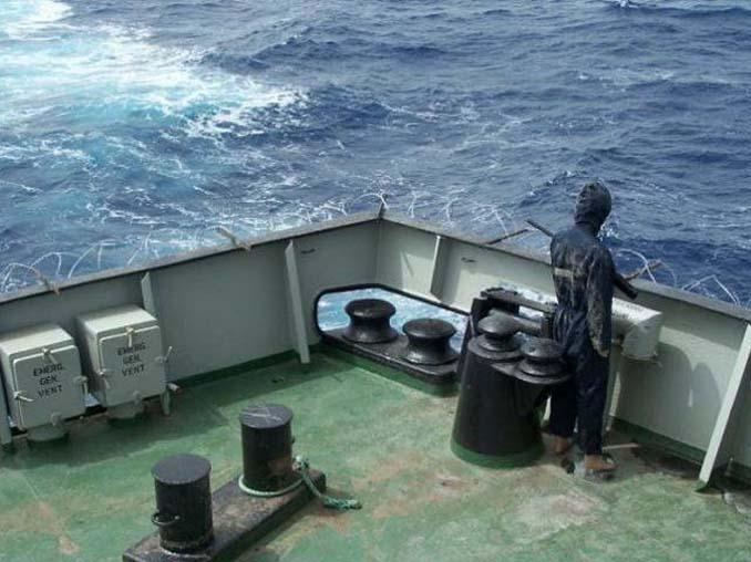 Όταν δεν θες να ξοδέψεις χρήματα για την προστασία του πλοίου από τους πειρατές (10)