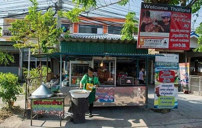 Αυτός ο άνδρας από την Ταϊλάνδη ψήνει κοτόπουλα με έναν ιδιαίτερο τρόπο (4)