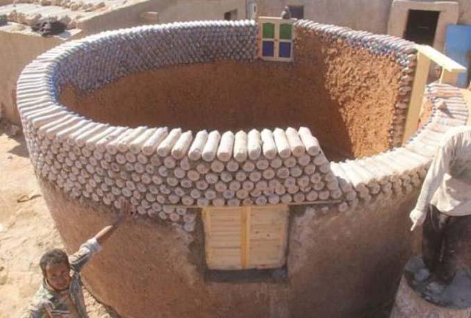 Ένας ασυνήθιστος τρόπος για την κατασκευή σπιτιών σε συνθήκες ακραίας ζέστης (1)