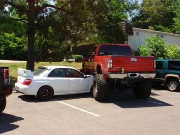 Αυτά παθαίνεις όταν παρκάρεις όπου να 'ναι (5)