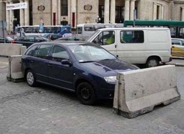 Αυτά παθαίνεις όταν παρκάρεις όπου να 'ναι (6)