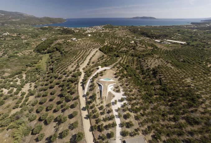 Φουτουριστική βίλα στην Πελοπόννησο (3)