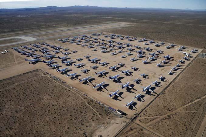 Ένα γιγαντιαίο νεκροταφείο αεροσκαφών στην έρημο της Καλιφόρνια (8)